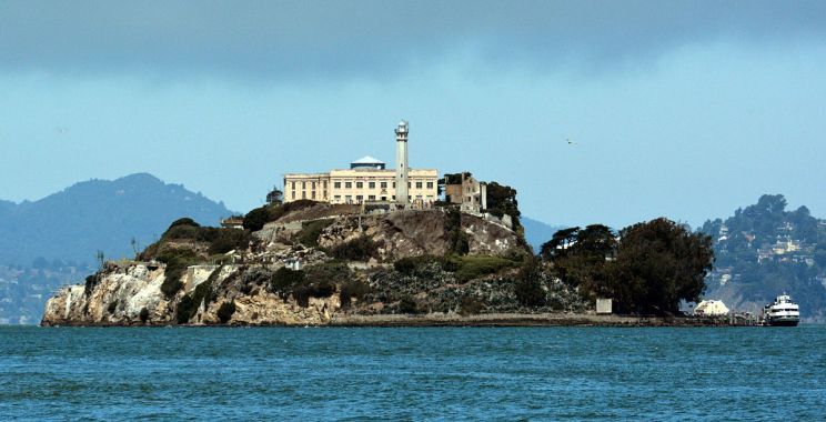https:::en.wikipedia.org:wiki:Alcatraz_Federal_Penitentiary