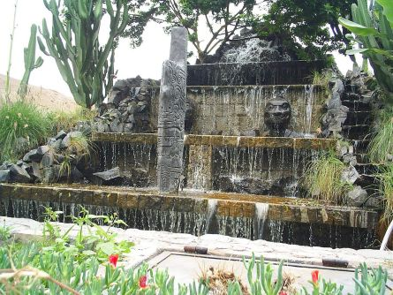 https:::es.wikipedia.org:wiki:Parque_de_las_Leyendas