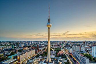 https:::franks-travelbox.com:europa:deutschland:fernsehturm-in-berlin-deutschland: