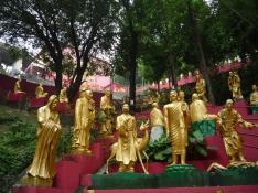 https:::littlekoo.wordpress.com:2013:04:09:the-ten-thousand-buddhas-monastery-shatin: