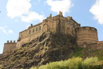 http:::www.britainirelandcastles.com:Scotland:City-of-Edinburgh:Edinburgh-Castle.html